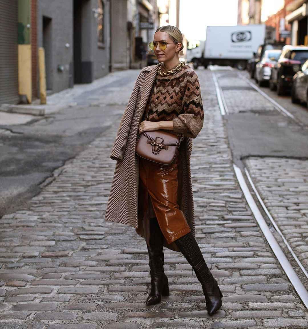 Как одеться на 8 марта женщине на работу фото_37