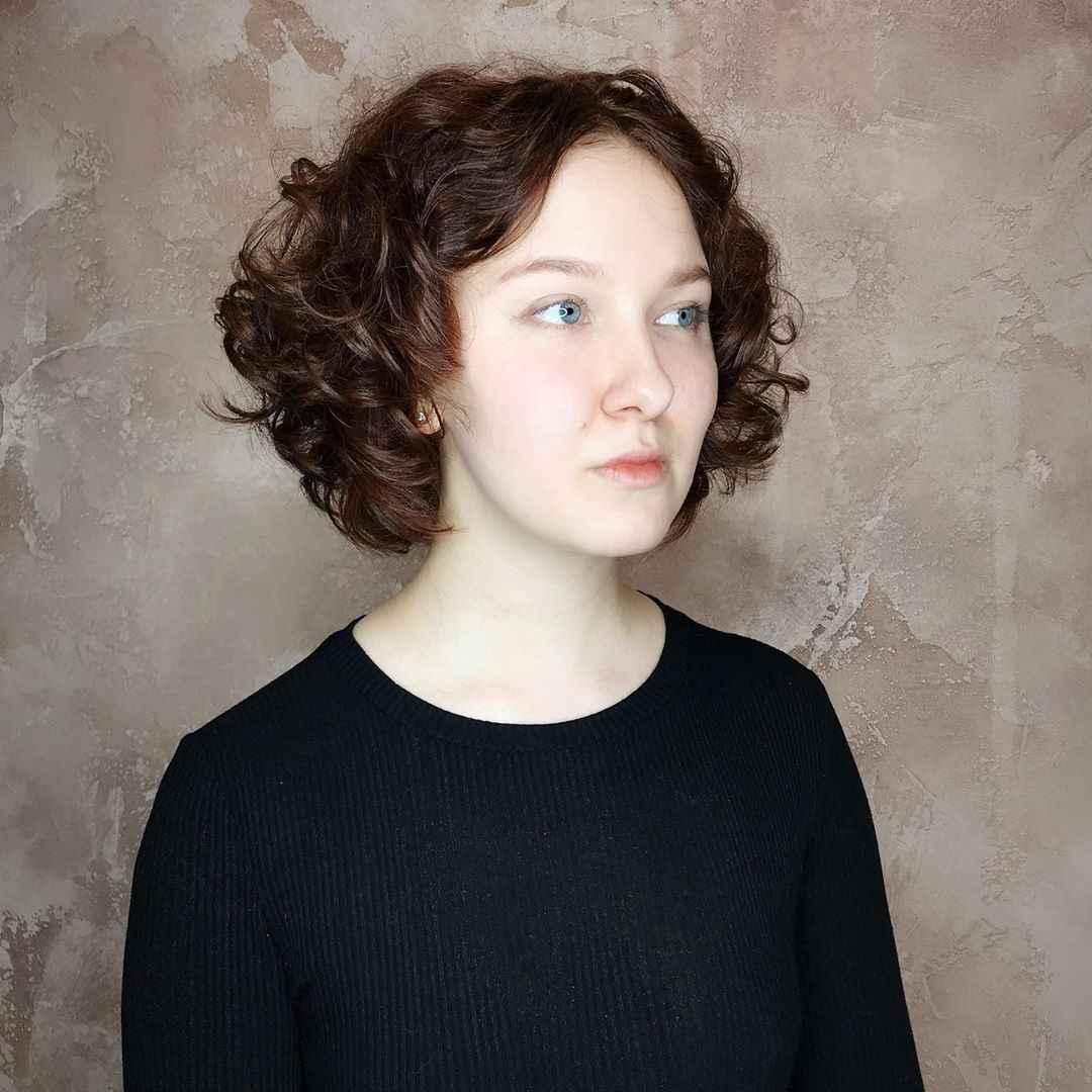 Стрижка каре на вьющиеся волосы 2020 фото_14