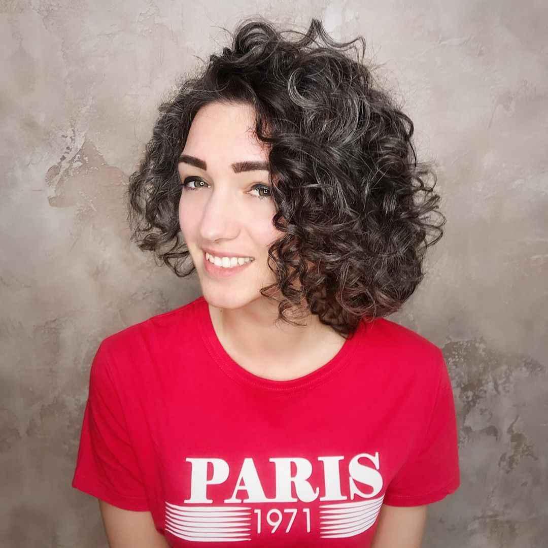 Стрижка каре на вьющиеся волосы 2020 фото_12