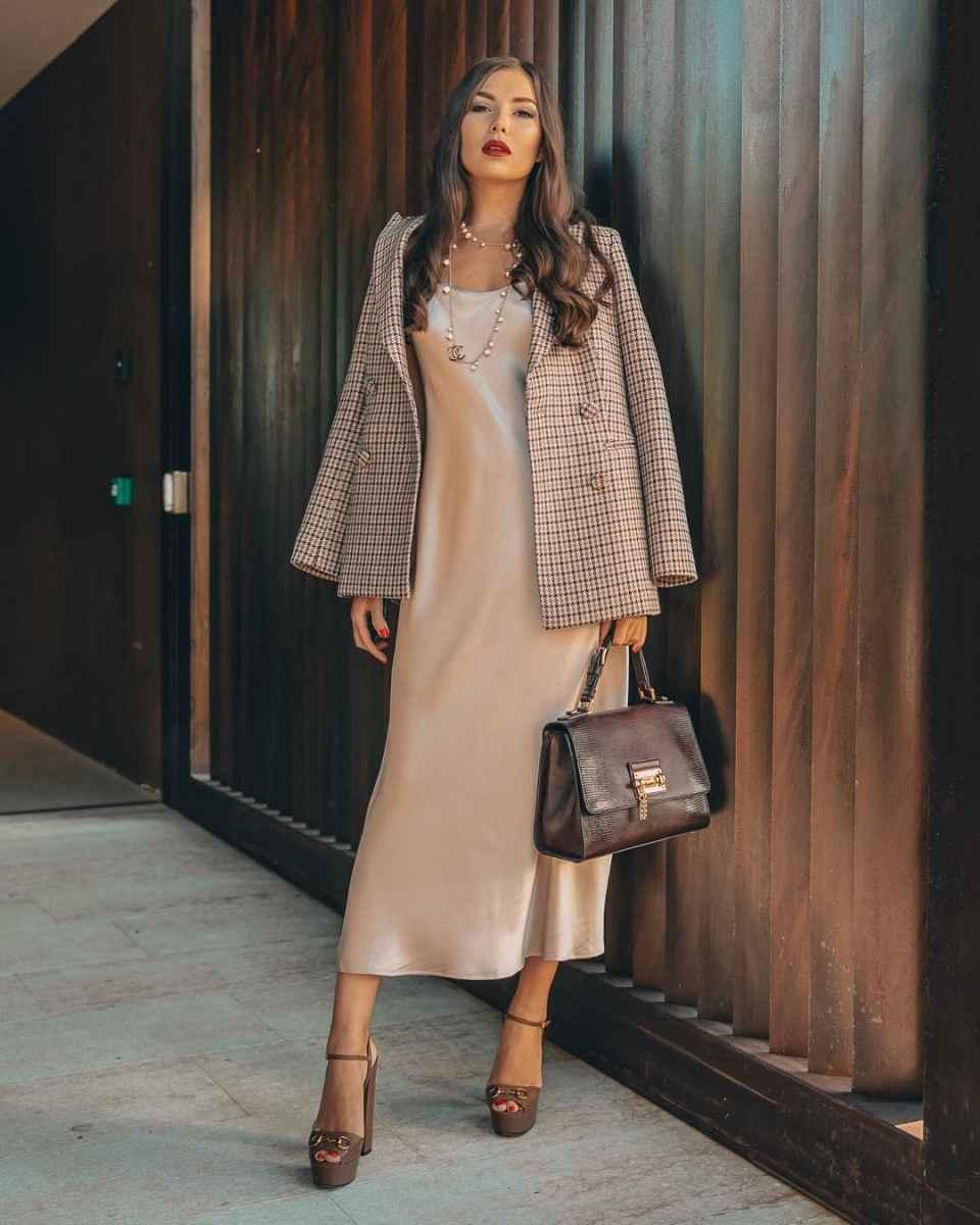 Как одеться на 8 марта женщине на работу фото_56