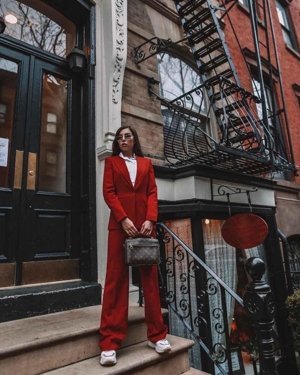 Как одеться на 8 марта женщине на работу фото_48