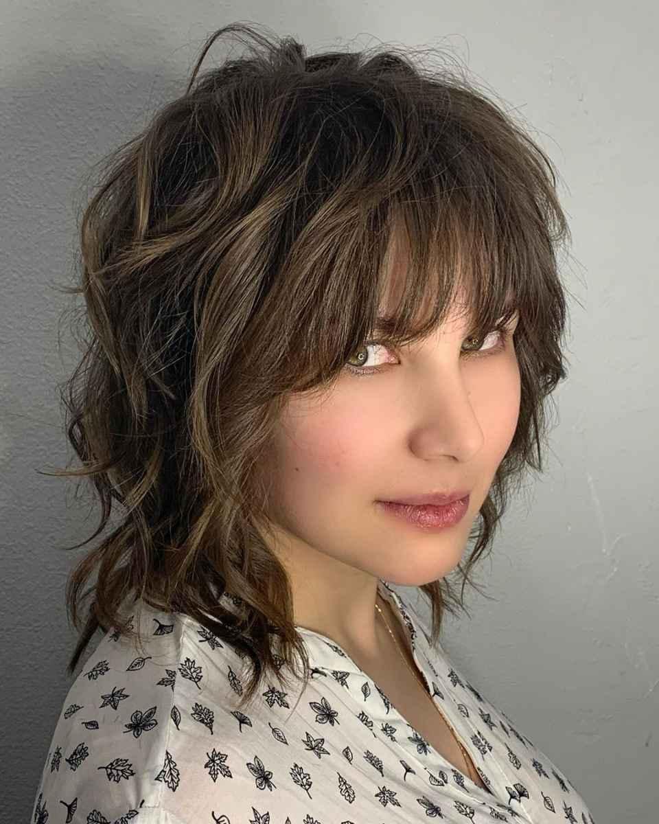объемные стрижки на средние волосы 2020 фото_18