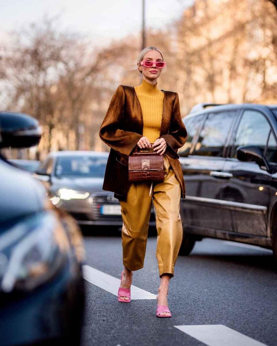 Как одеться на 8 марта женщине на работу фото_29