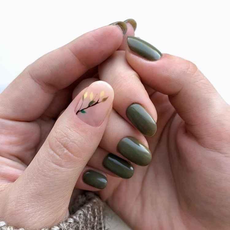 Модный оливковый маникюр 2020 фото_50