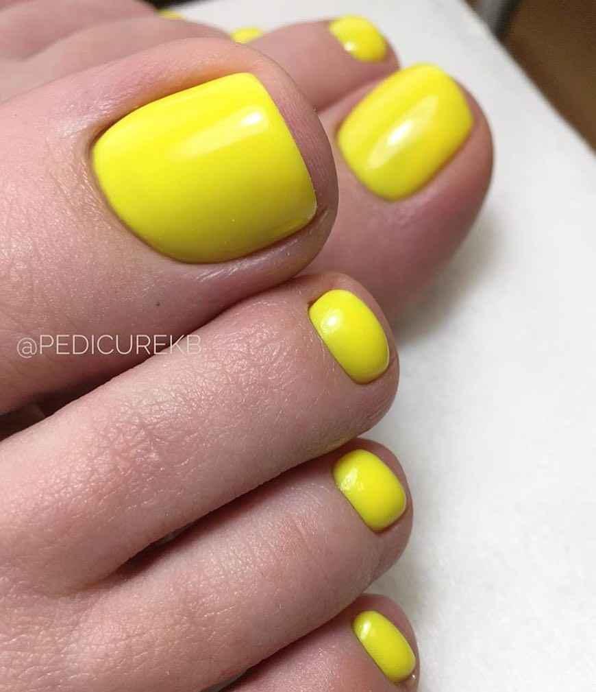 Желтый педикюр 2020 фото_29