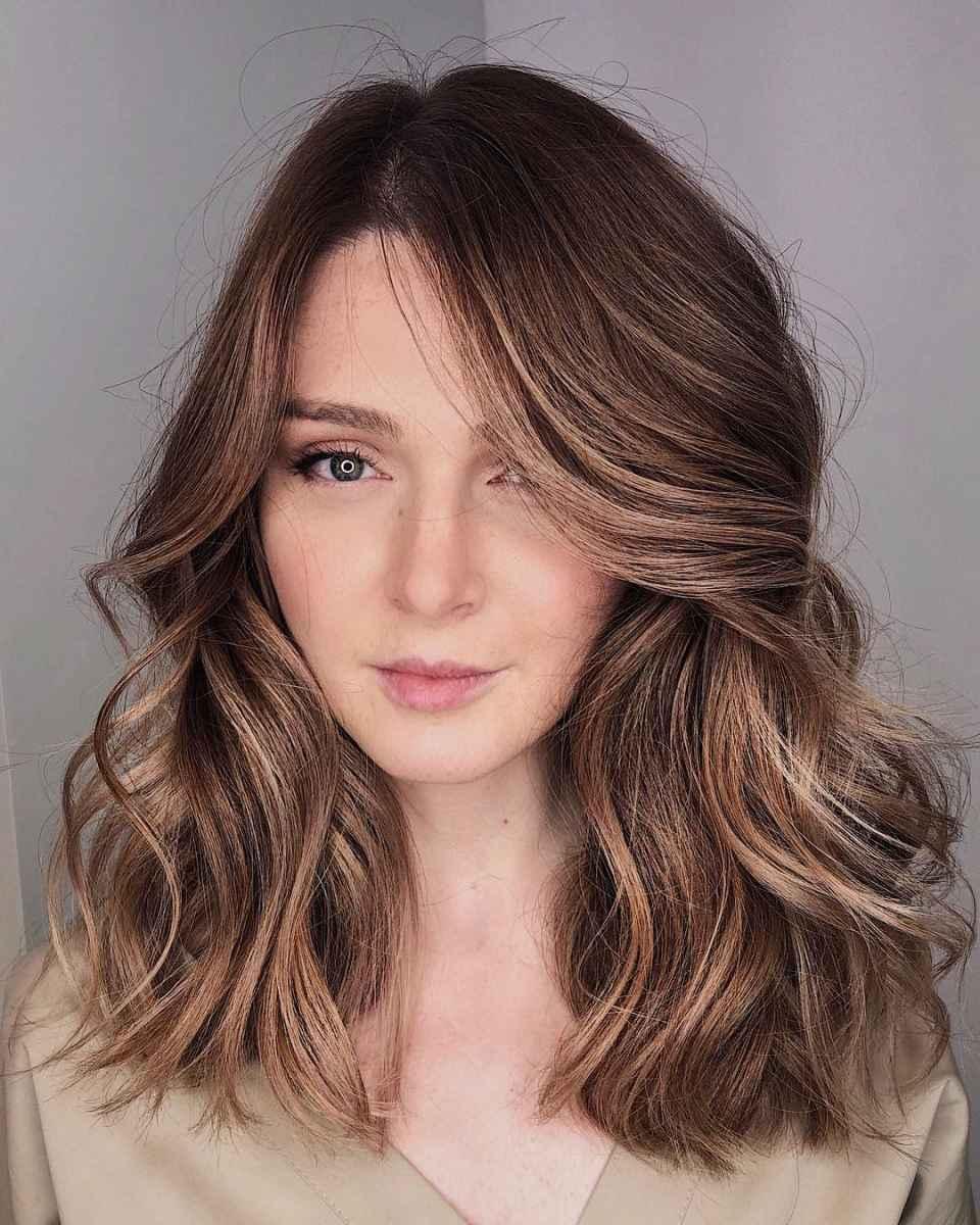 объемные стрижки на средние волосы 2020 фото_4