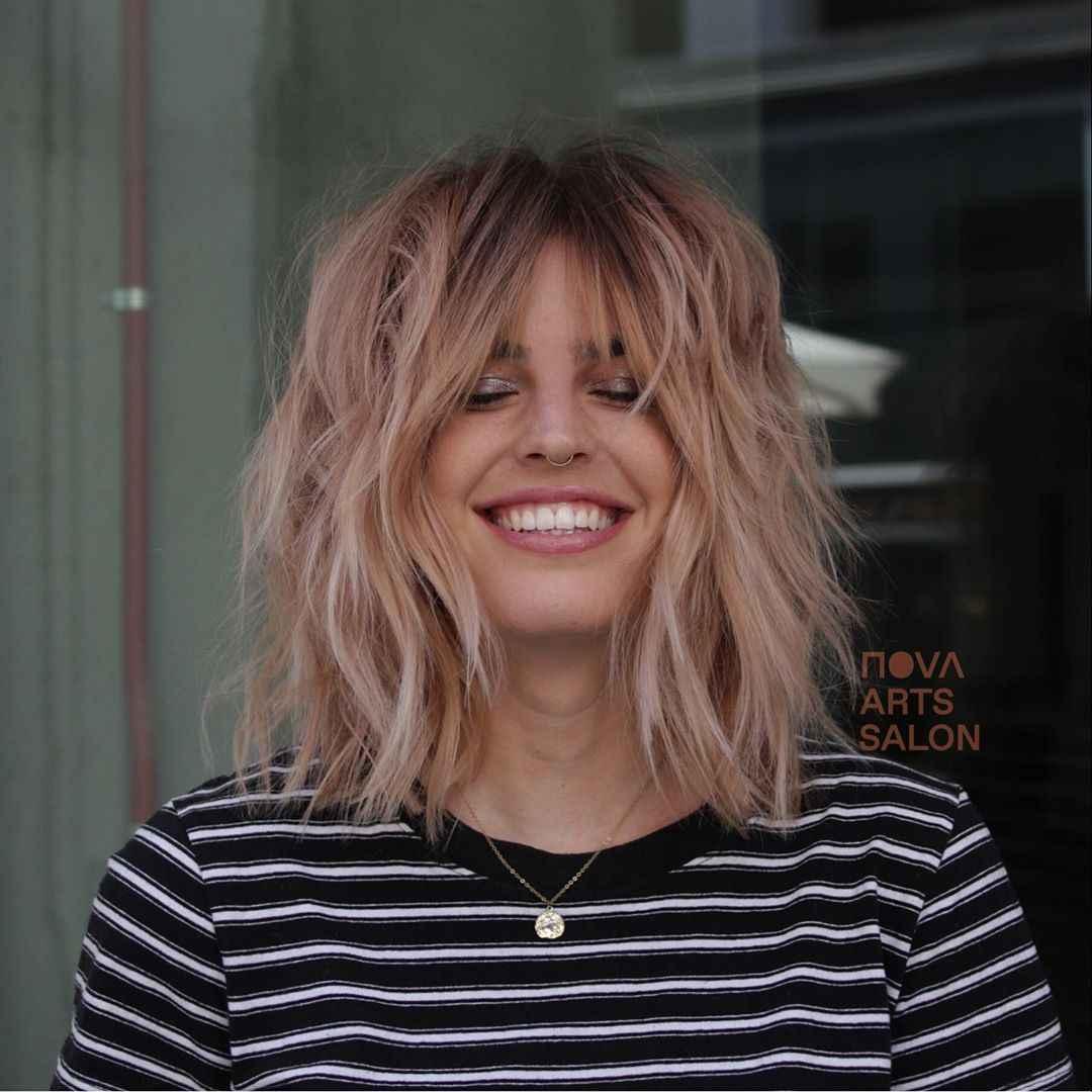 объемные стрижки на средние волосы 2020 фото_17