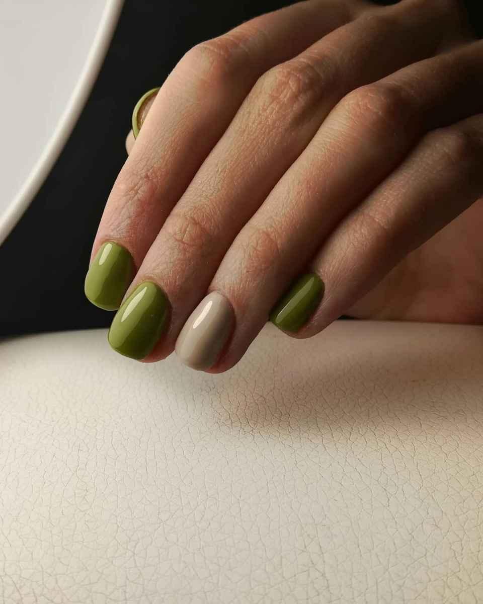 Модный оливковый маникюр 2020 фото_66