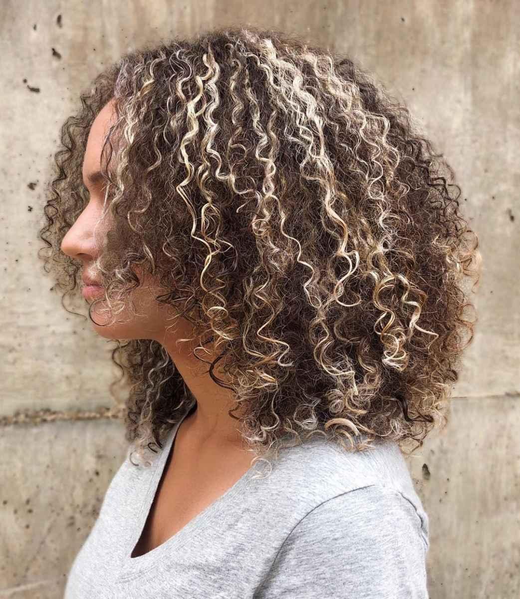 Стрижка каре на вьющиеся волосы 2020 фото_27