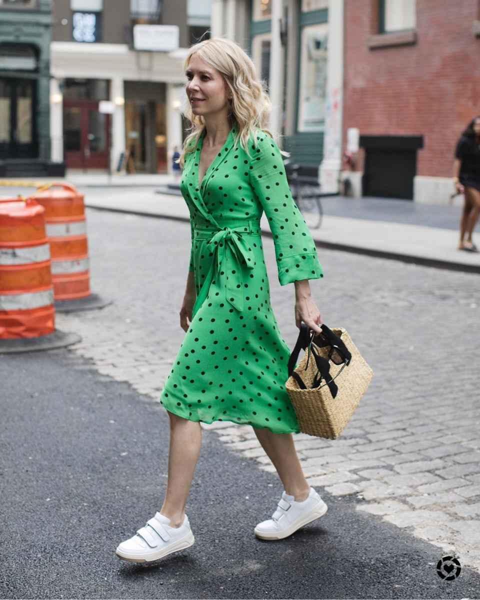 Модные образы весна-лето 2020 для женщин 30-35 лет фото_46
