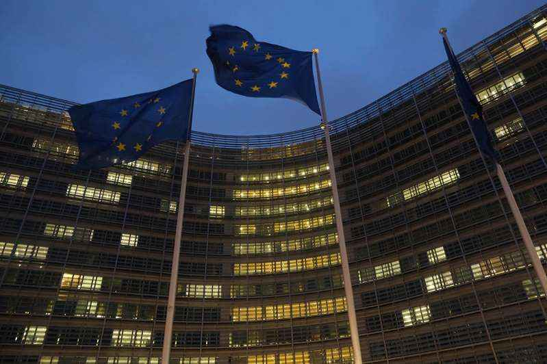 Бельгия начнет ослаблять ограничения в отношении коронавируса