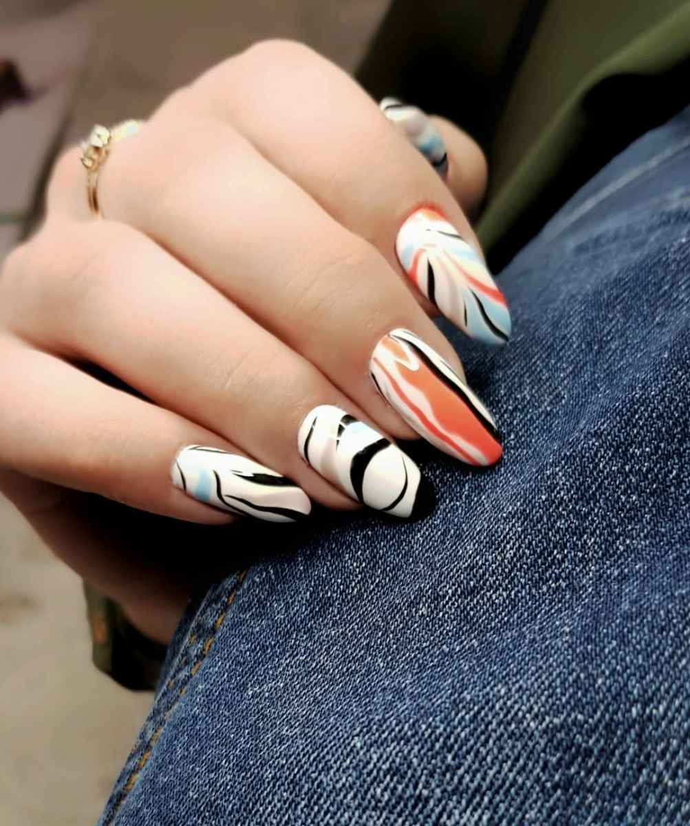 Зебра на ногтях фото_30