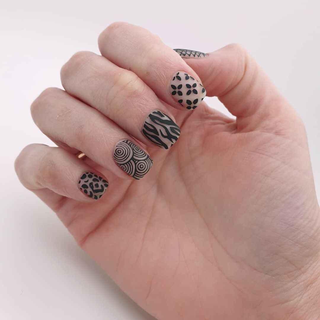 Зебра на ногтях фото_23