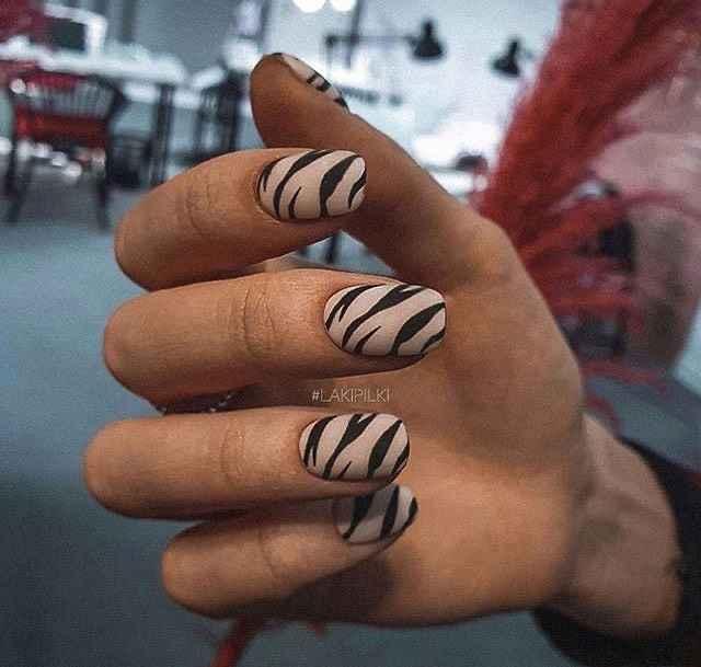 Зебра на ногтях фото_19