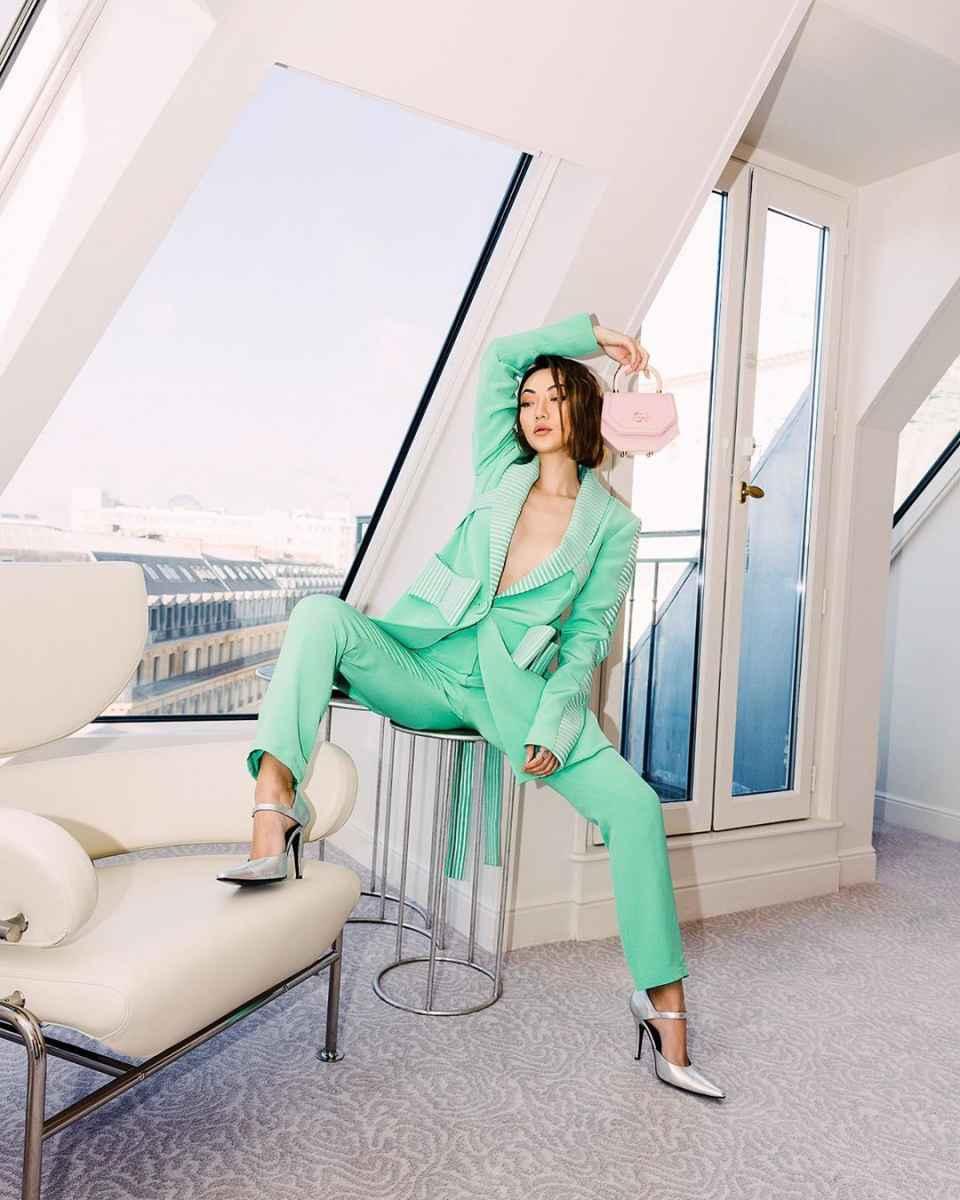 Модные и красивые брючные костюмы 2020-2021 фото_13