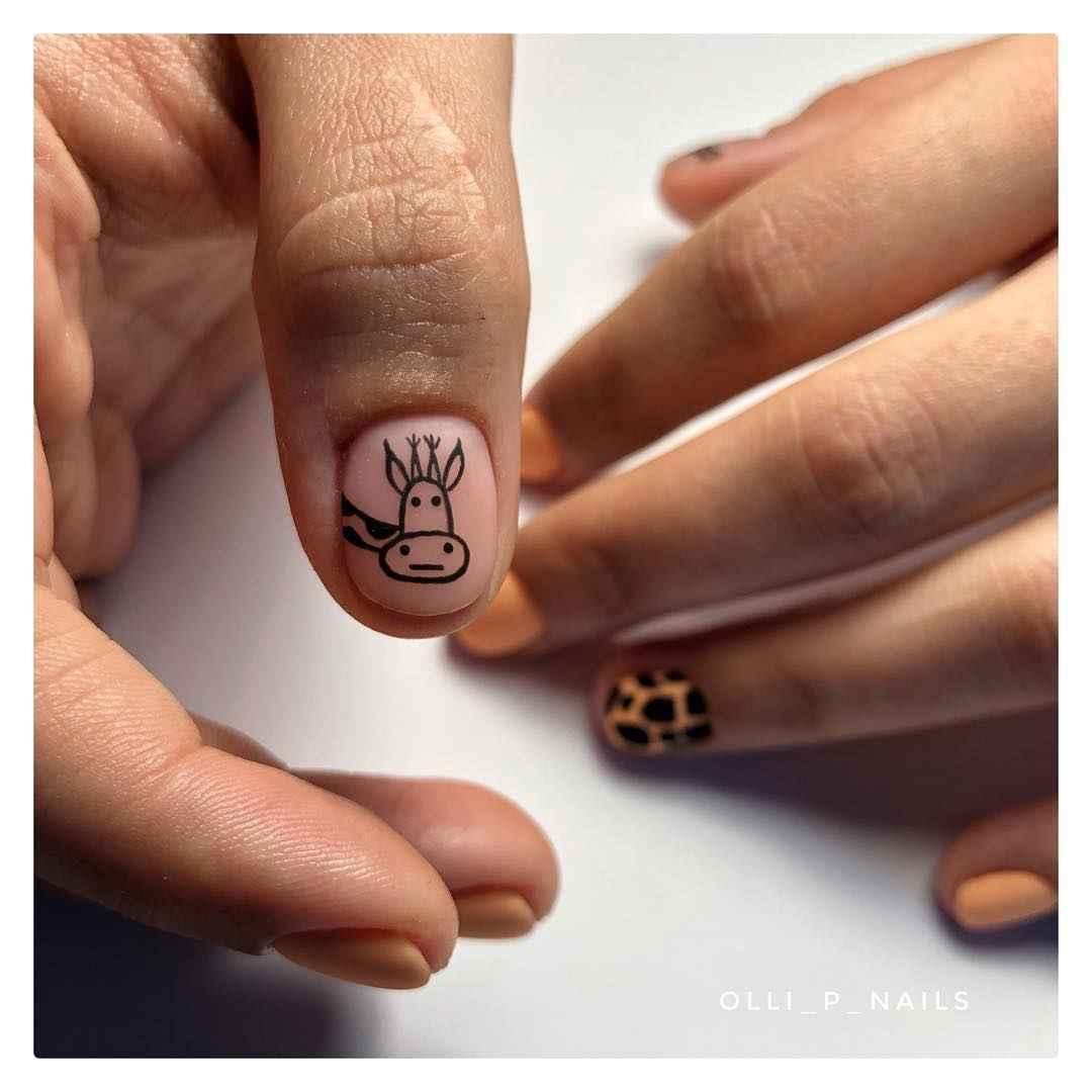 жираф на ногтях фото_43