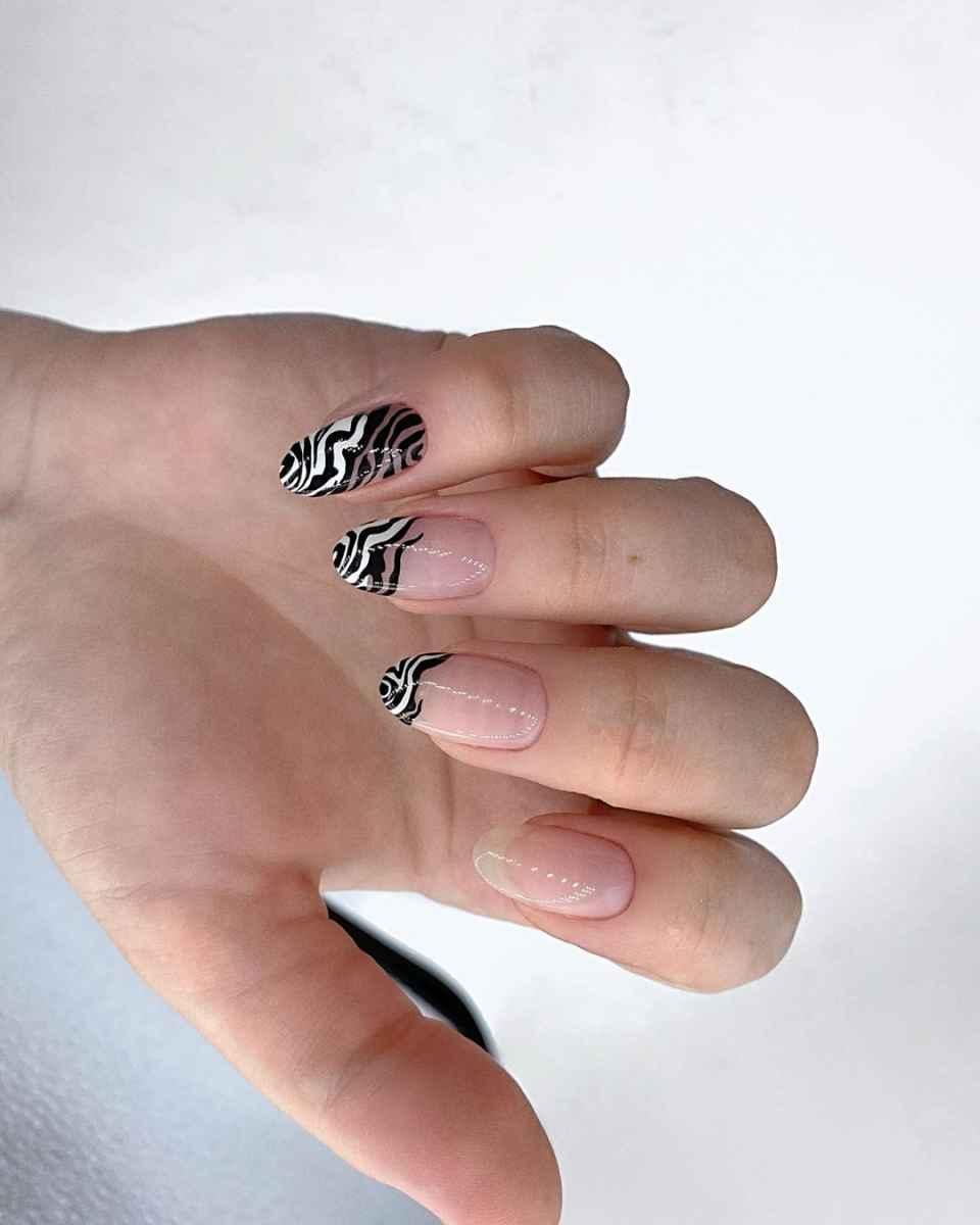 Зебра на ногтях фото_4