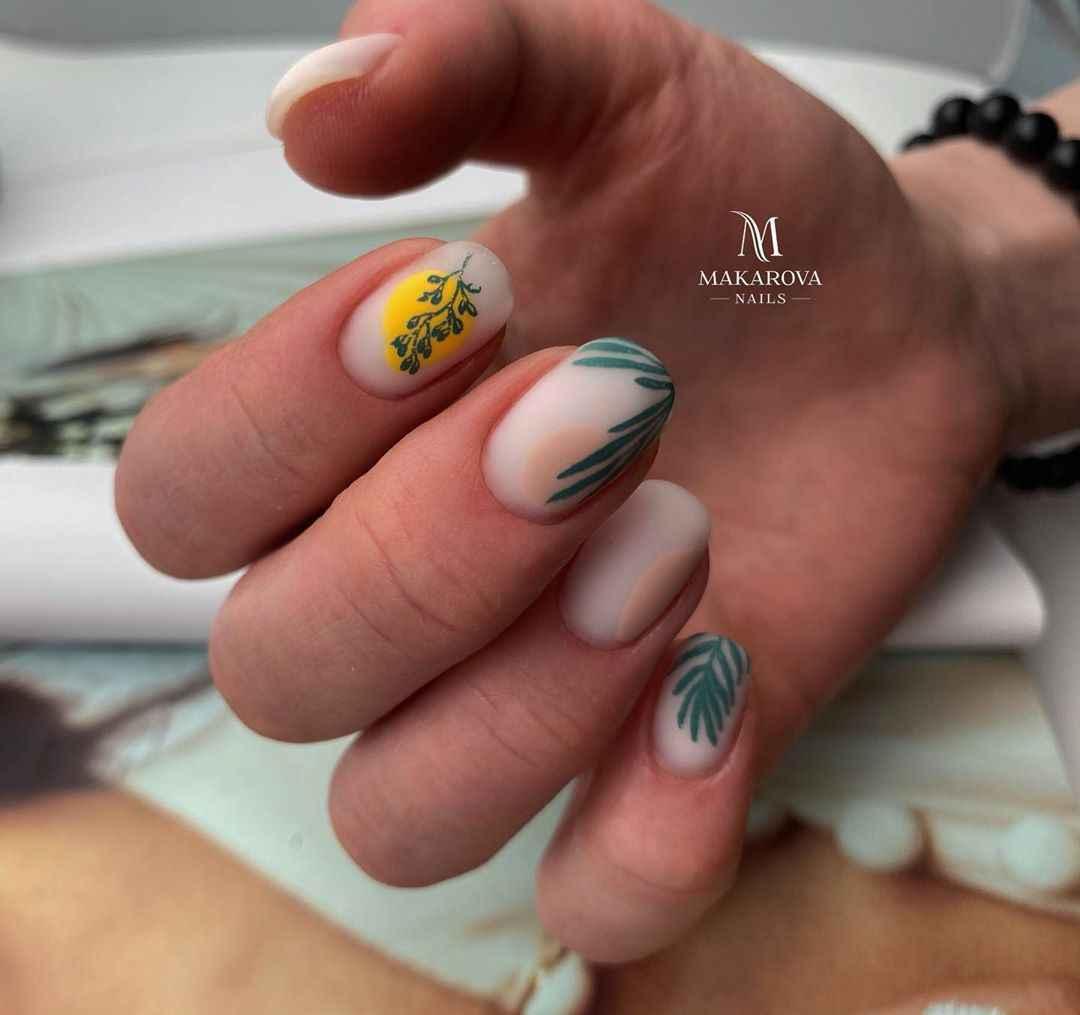 Маникюр с папоротником на короткие ногти фото_2