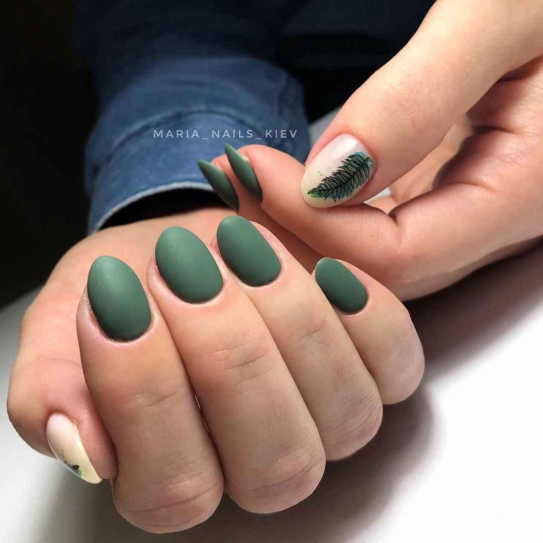 Маникюр с папоротником на короткие ногти фото_4