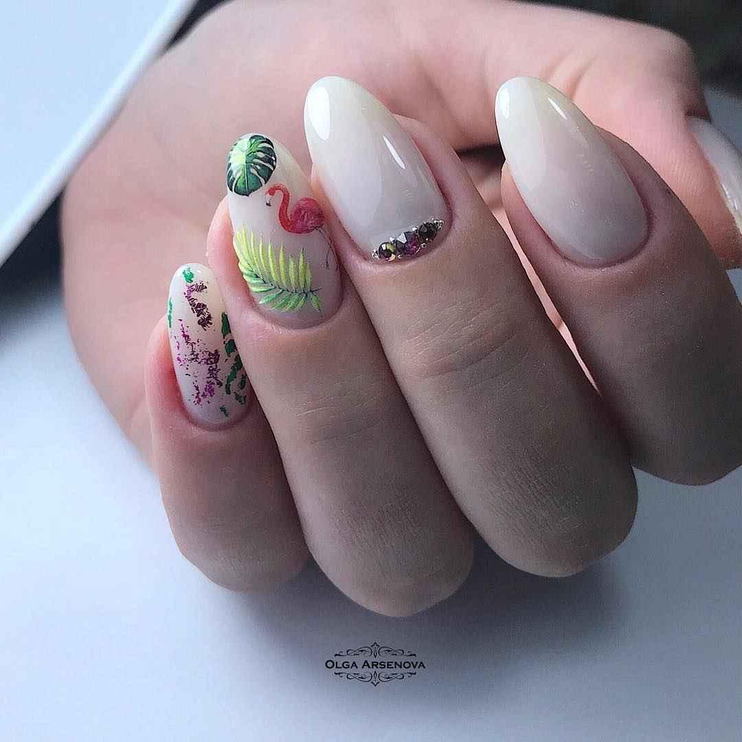 Маникюр с папоротником и фламинго фото_14