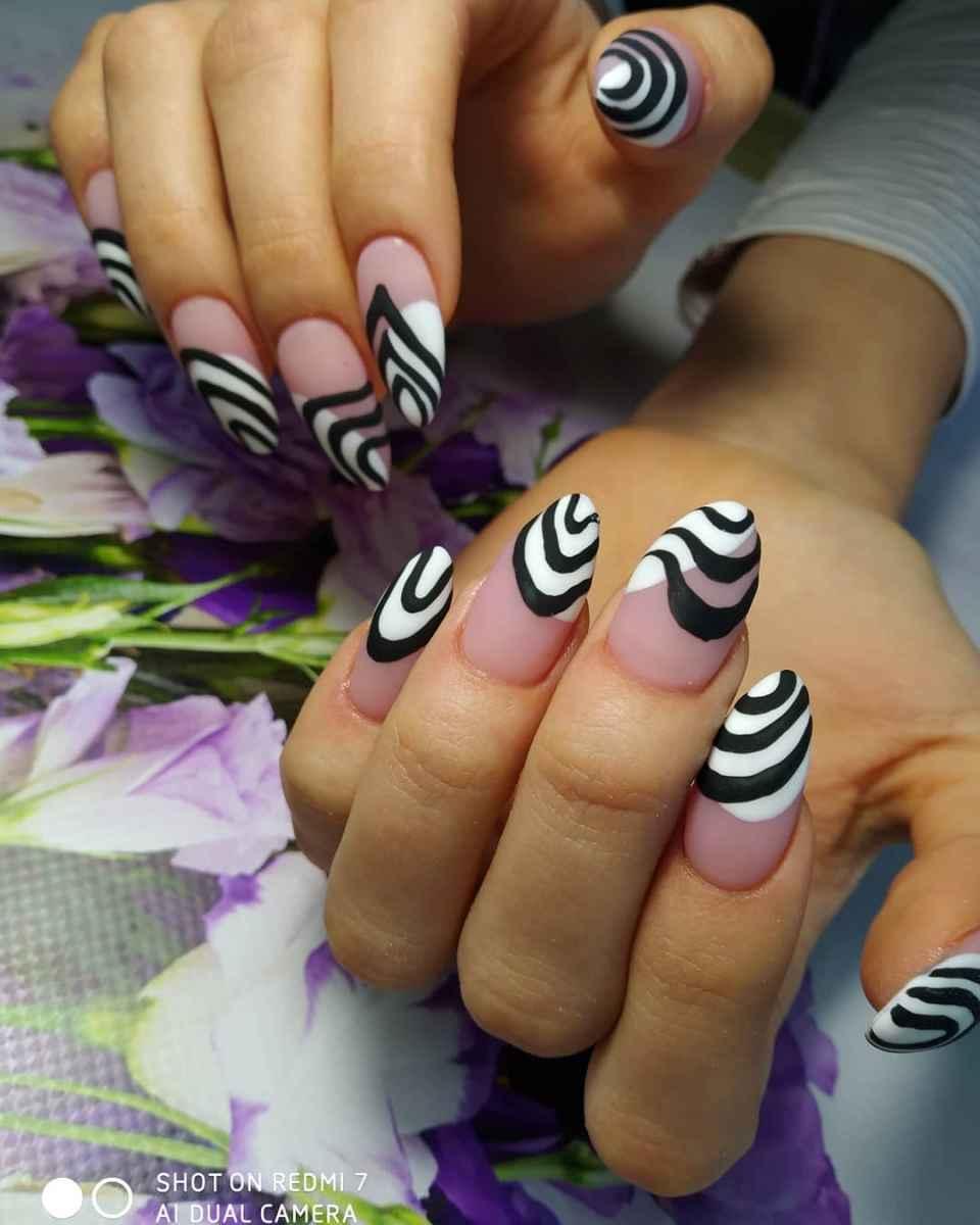 Зебра на ногтях фото_13