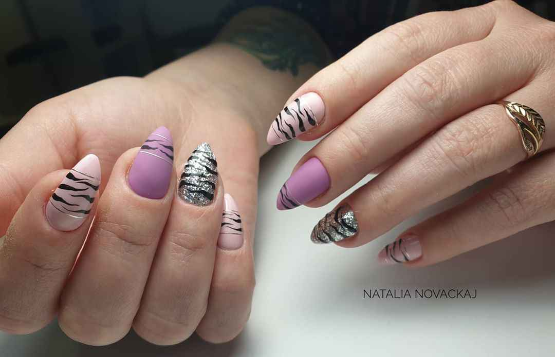 Зебра на ногтях фото_14