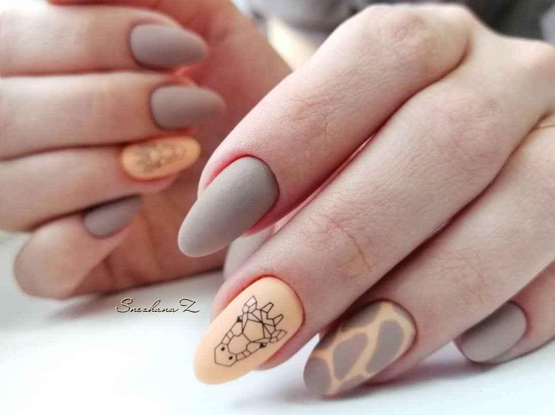 жираф на ногтях фото_44