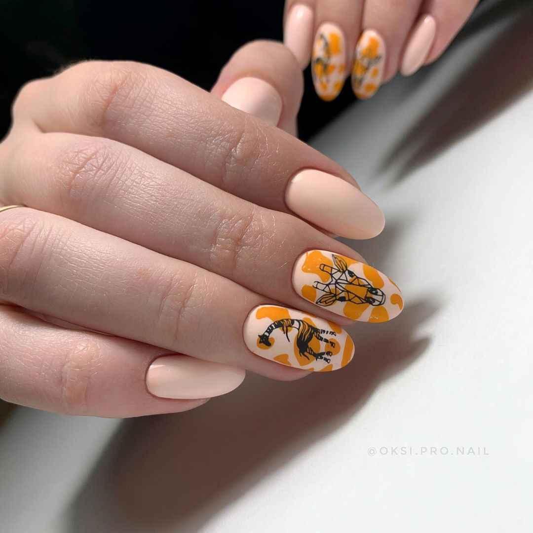 жираф на ногтях фото_9