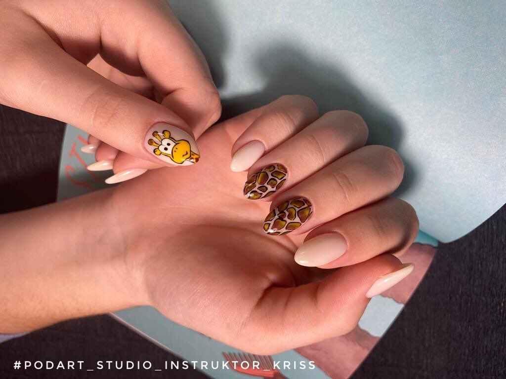 жираф на ногтях фото_26