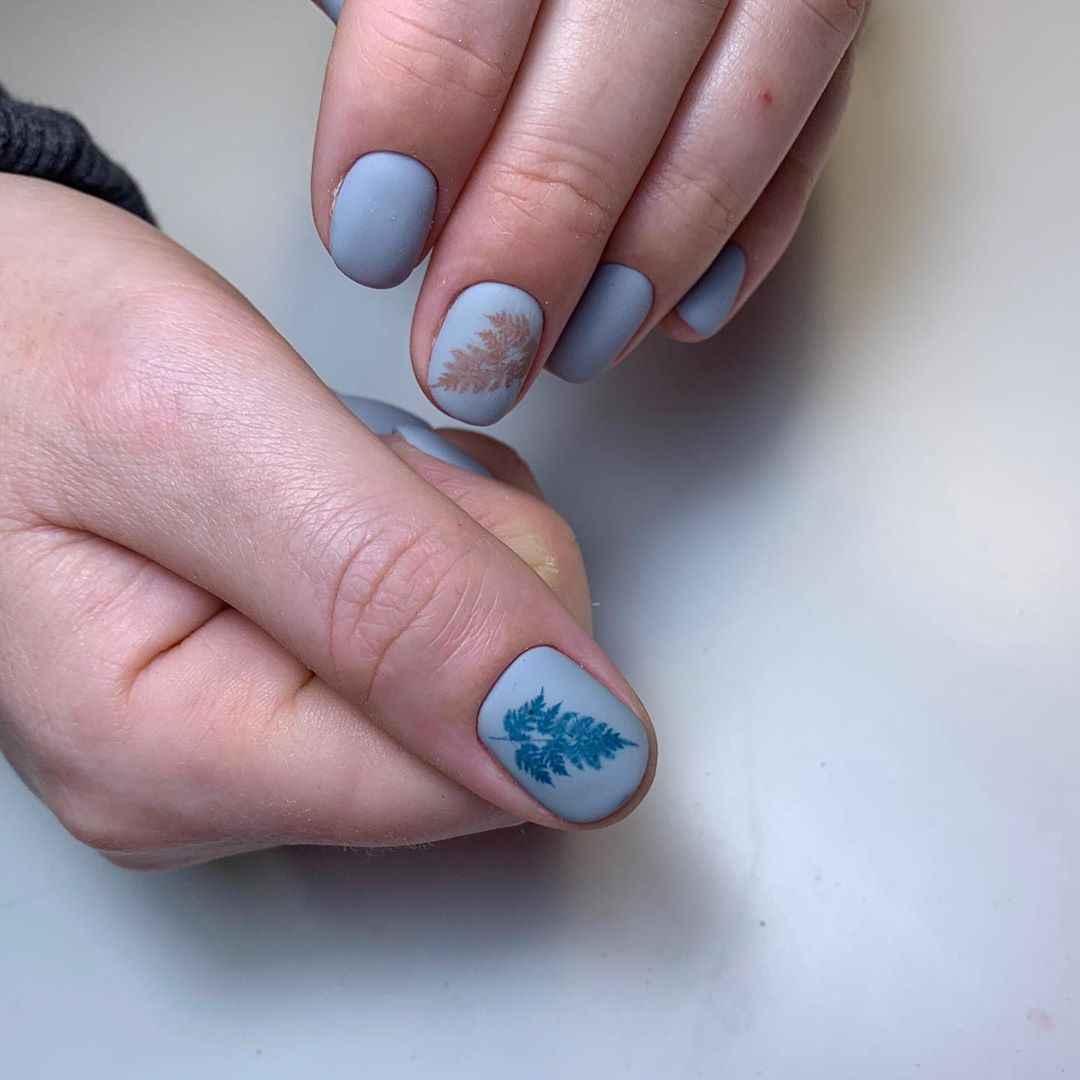 Маникюр с папоротником на короткие ногти фото_5