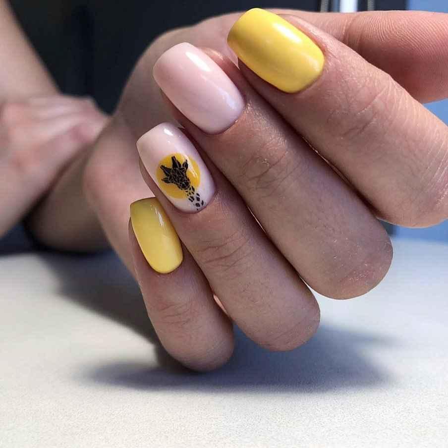 жираф на ногтях фото_39