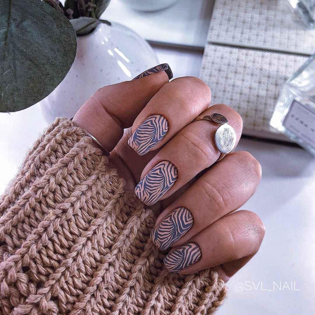 Зебра на ногтях фото_42