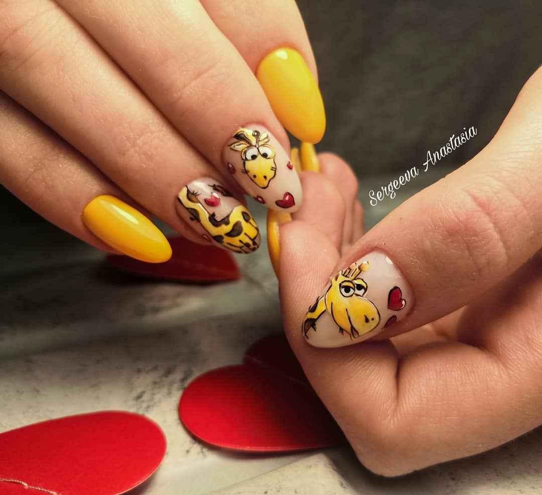жираф на ногтях фото_14