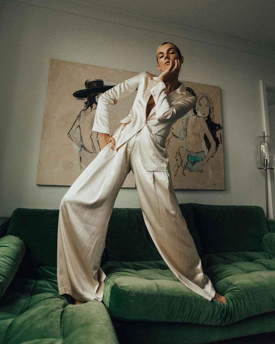 Модные и красивые брючные костюмы 2020-2021 фото_36
