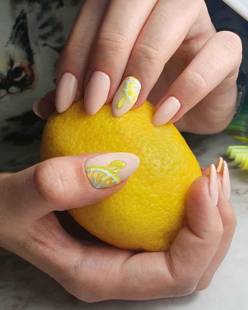 Маникюр с лимоном и каплями фото_7