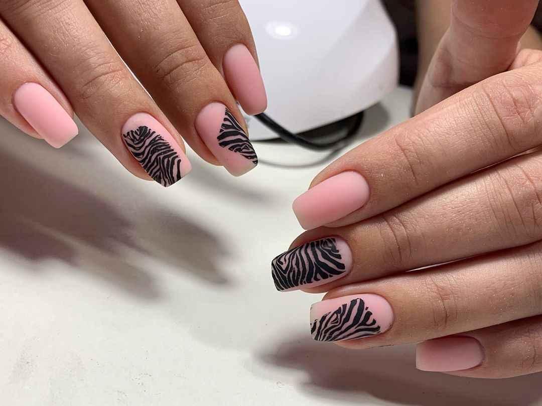 Зебра на ногтях фото_33