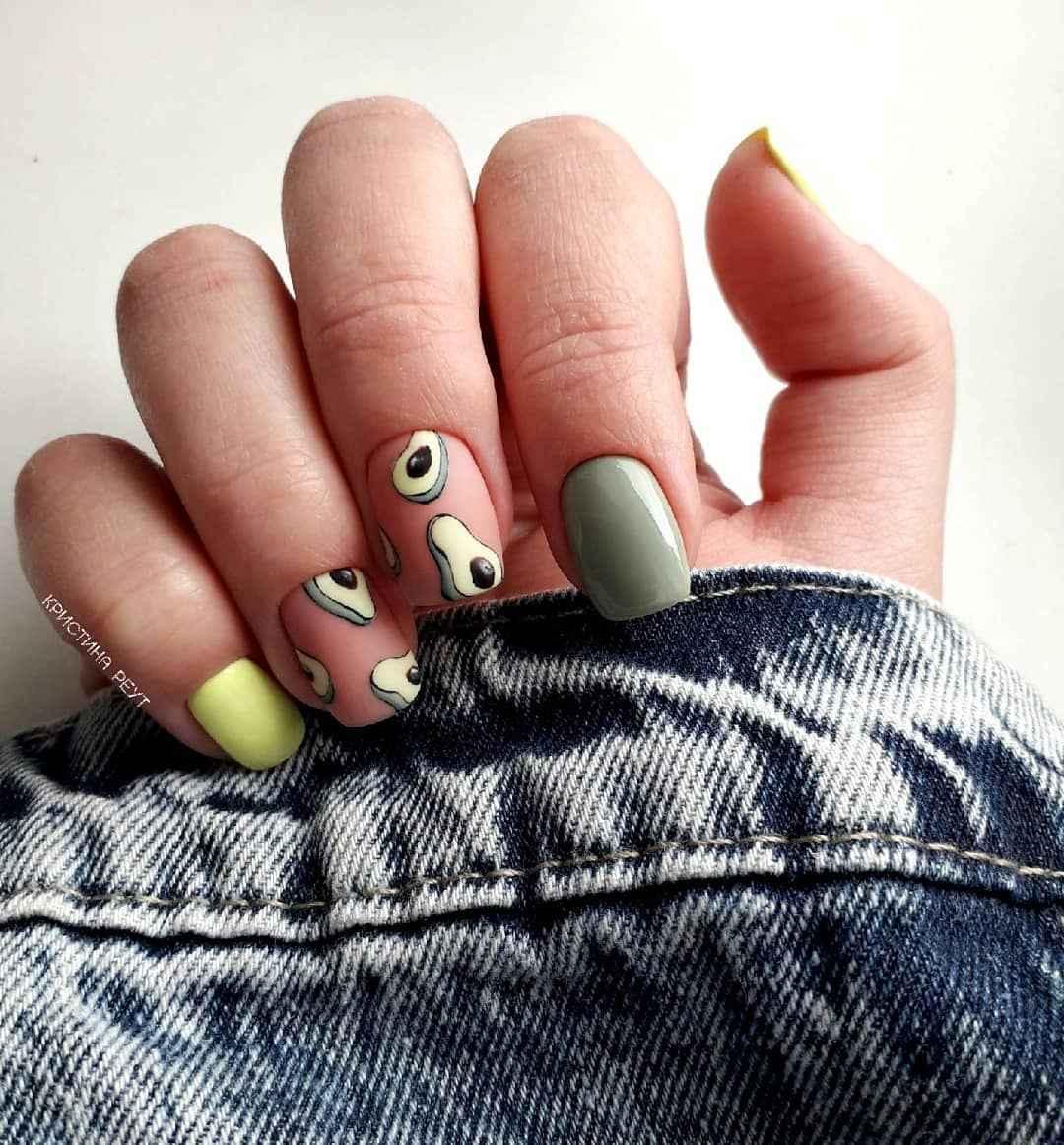 маникюр с авокадо на короткие ногти фото_4