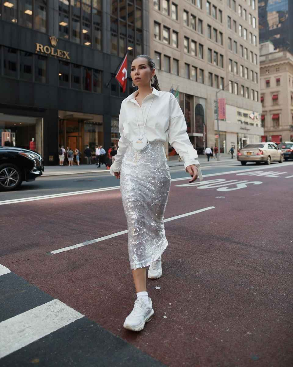 С чем носить белую рубашку оверсайз фото_3