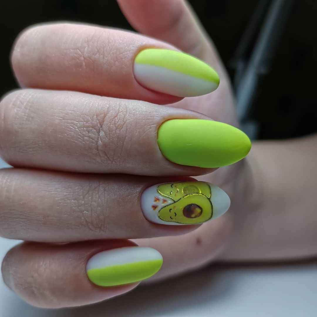 матовый маникюр с авокадо фото_6