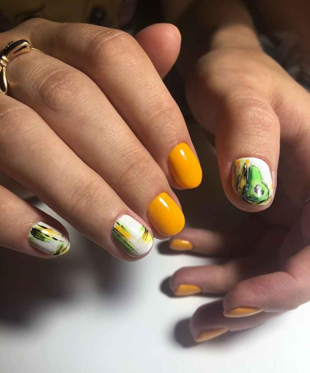 маникюр с авокадо на короткие ногти фото_5