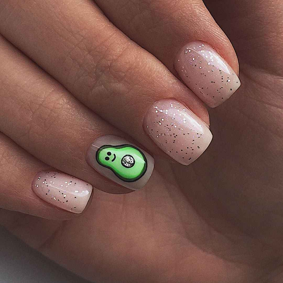 Маникюр с авокадо на одном пальце фото_6