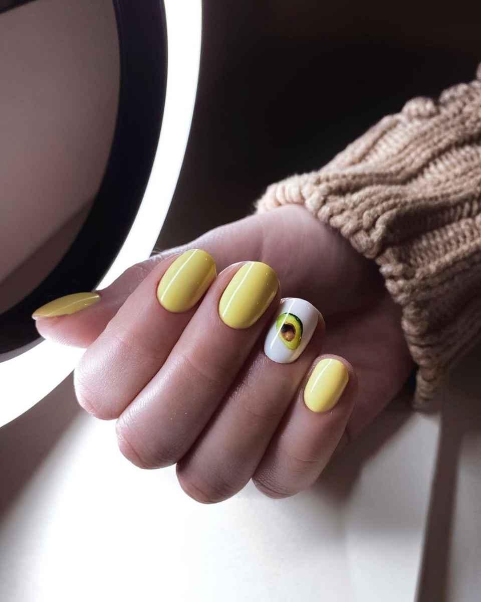 Маникюр с авокадо на одном пальце фото_9