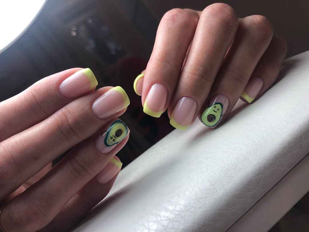 маникюр с авокадо на короткие ногти фото_3