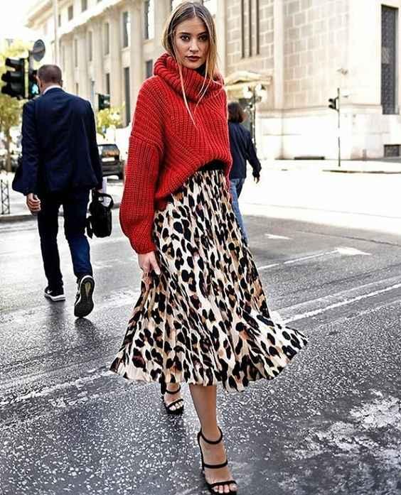 С чем носить красный свитер фото_16