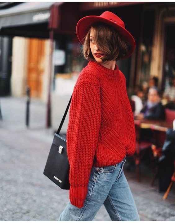 С чем носить красный свитер фото_14