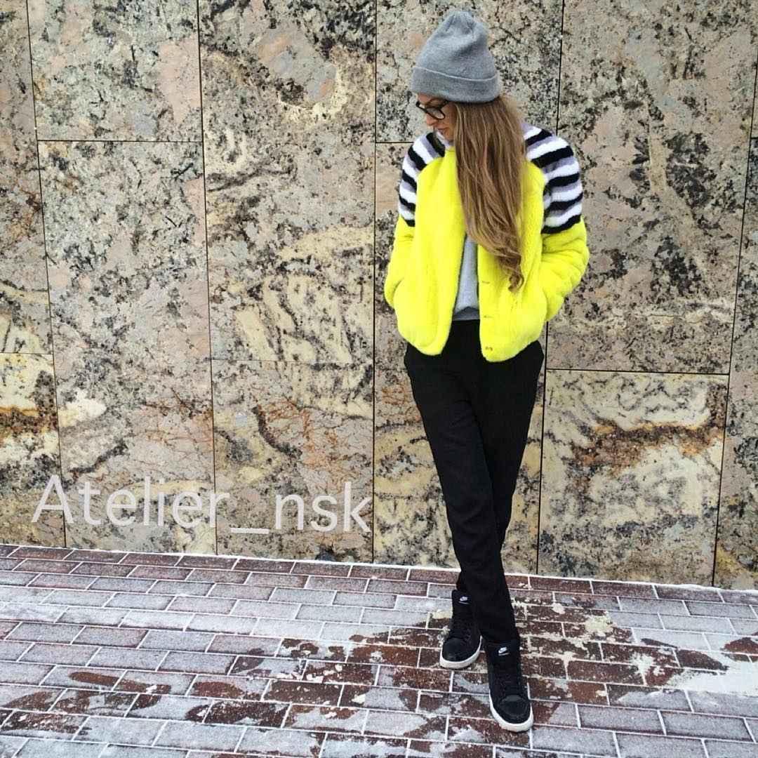 С чем носить желтую куртку фото_17