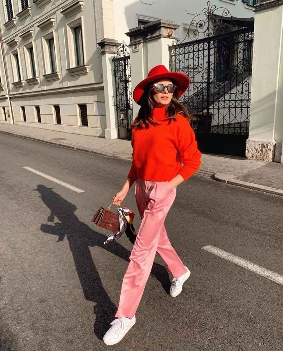С чем носить красный свитер фото_34