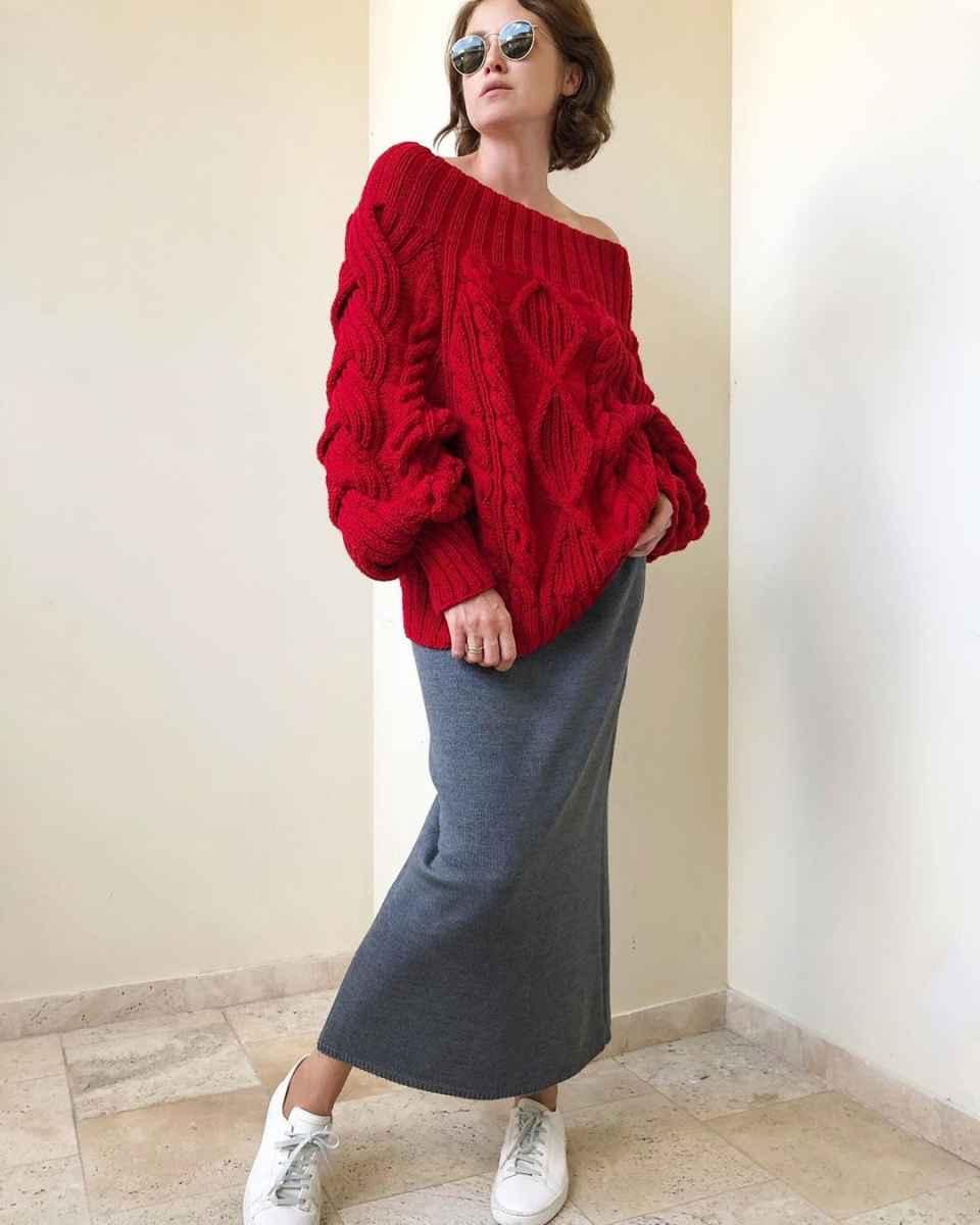 С чем носить красный свитер фото_50