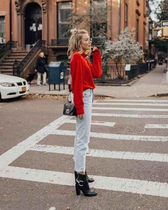 С чем носить красный свитер фото_4