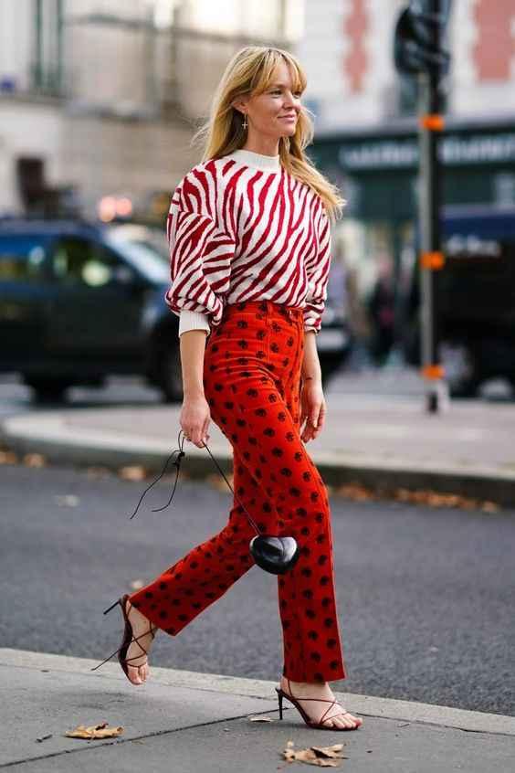С чем носить красный свитер фото_2